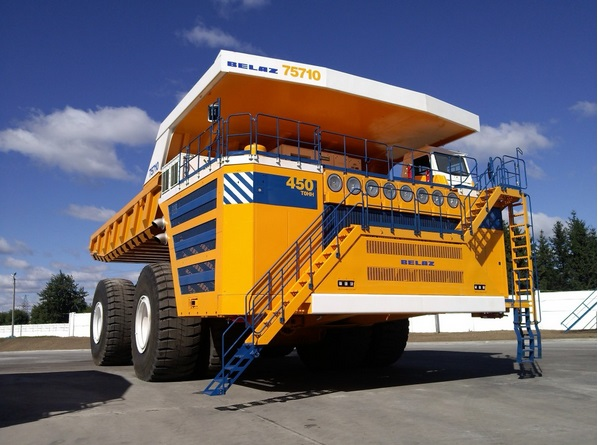 world largest dump truck belaz 75710 vs world largest haul truck caterpillar 797f interesting. Black Bedroom Furniture Sets. Home Design Ideas